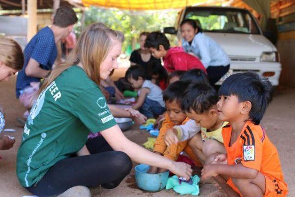voluntaria-trabajo-social-camboya.1200