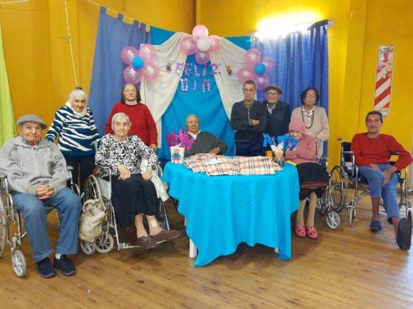 abuelos-hogar-de-ancianos