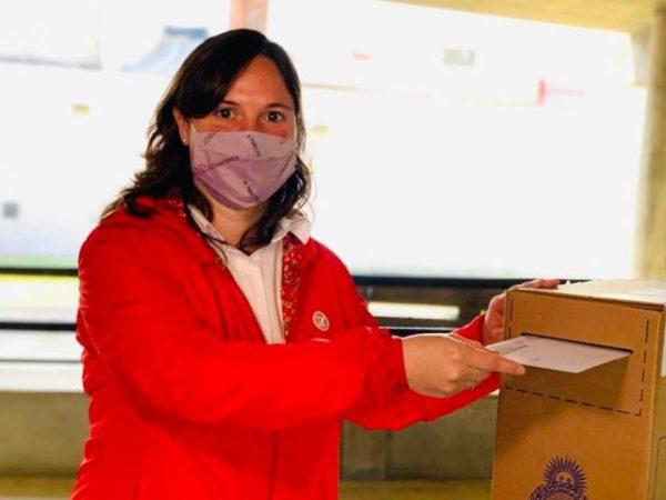 Lucía votando